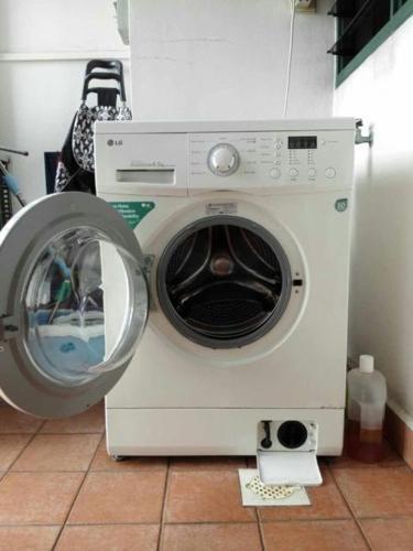 LG 6.5 KG Directive Drive Front Load Washing Machine,