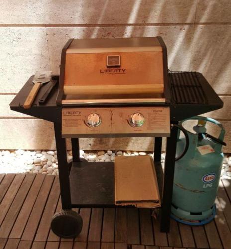 Liberty Chef 2-burner BBQ Grill