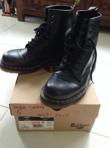 Like New Dr Martens Airwair ( Navy Blue ) Size 7