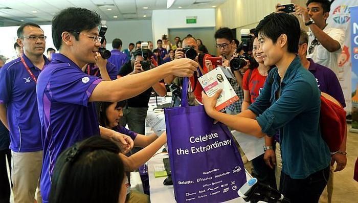 Looking for 28th Sea Games volunteer purple tote bag