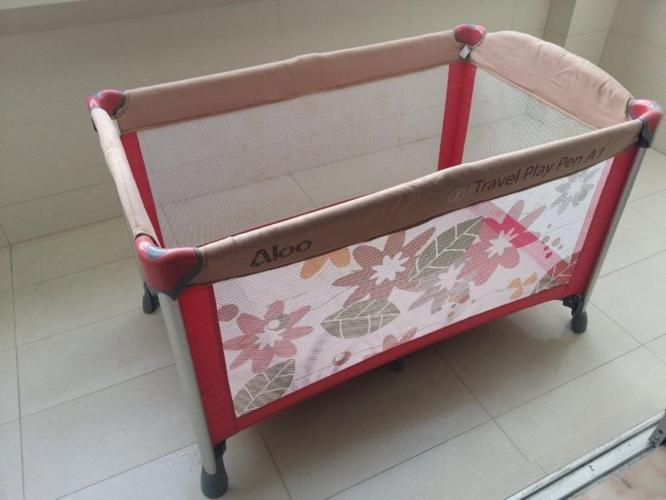 Lucky Baby Travel Play Pen and Bassinet (Flora Red)