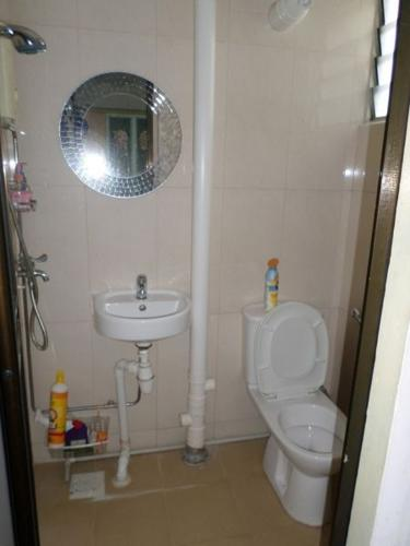 masterroom for rent $750 for one female.79 bedok north