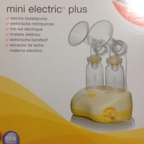 medela twin pump.comes with free storage bottles!