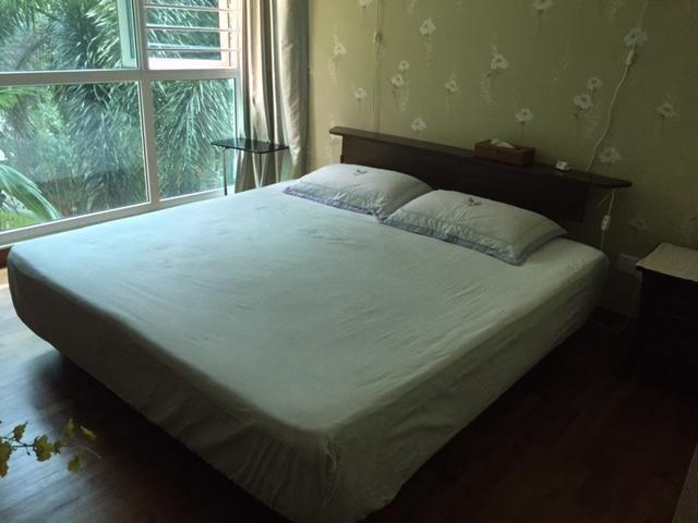 Medium soft king size Lotus matress with wooden bed
