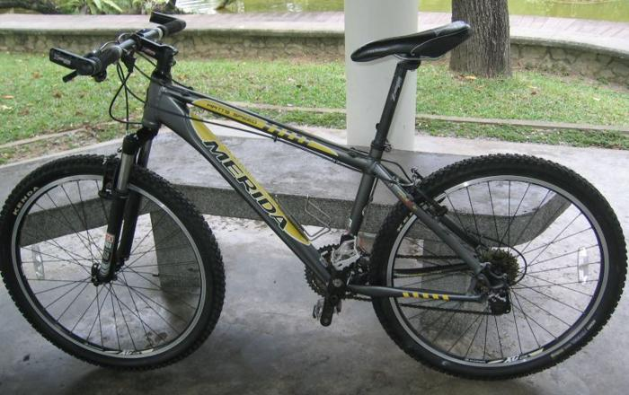 Merida Mountain bike. 9-gear Deore XT . Rockshox front