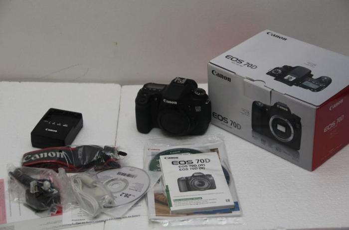 Mint Canon 70D wifi Body go for $1050