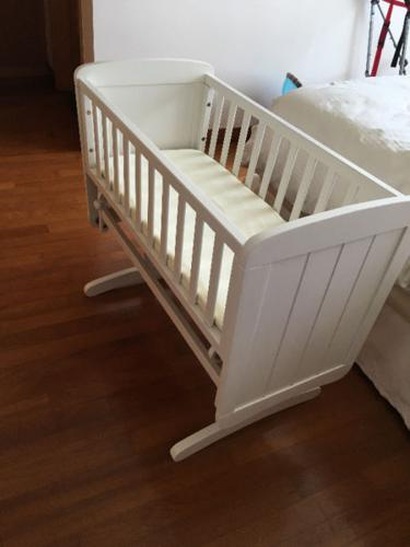 Mothercare swinging crib with mattress & sheets