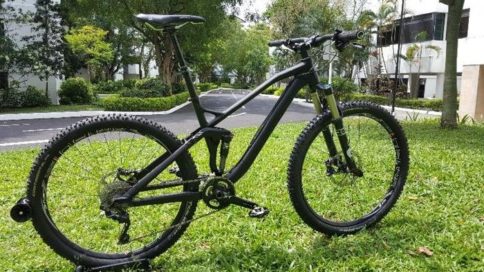 Mountain Bike - Canyon Spectral 27 5 for Sale in Shelford