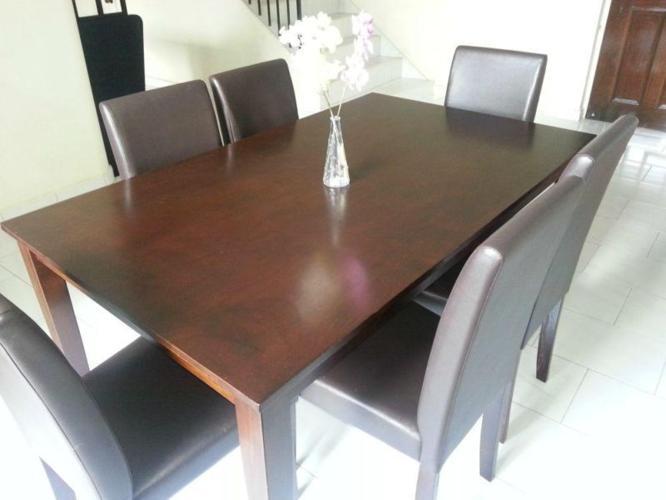 MOVING OUT SALE !!!! URGENT !!!! DINING TABLE - 6 CHAIR
