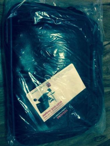 New 13 inch Toshiba laptop bag
