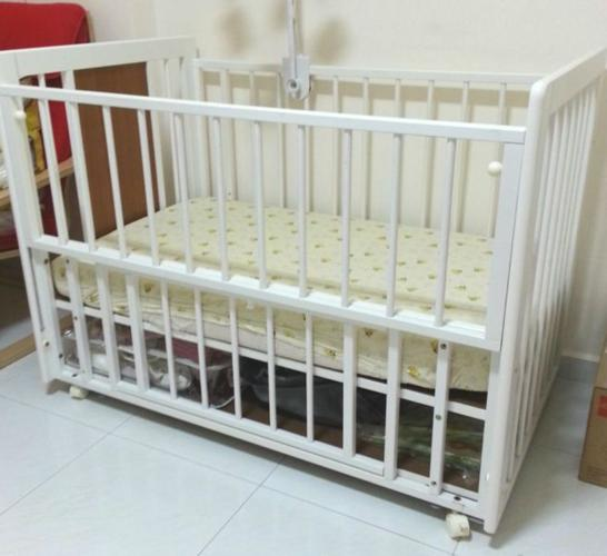 NEW CONVERTIBLE WHITE BABY COT CRIB BED & FREE MATTRESS