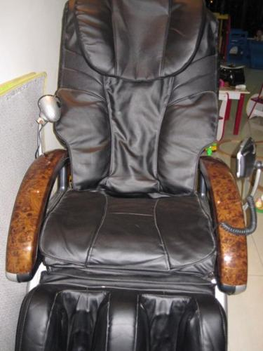 OGAWA MASSAGE CHAIR   PRISTINE CONDITION