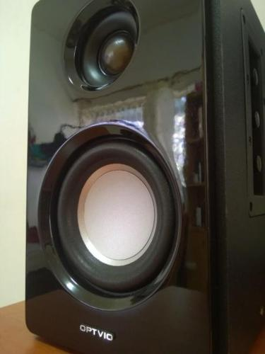 One pair of powered speakers for sale