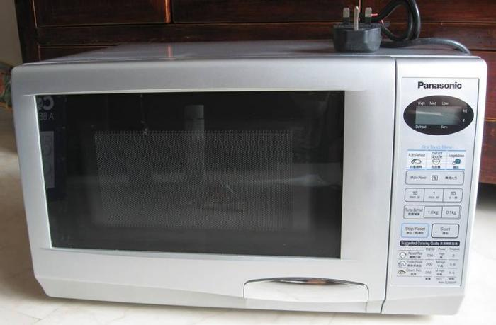 Panasonic Microwave Oven NN-S235MF for Sale in Lorong H