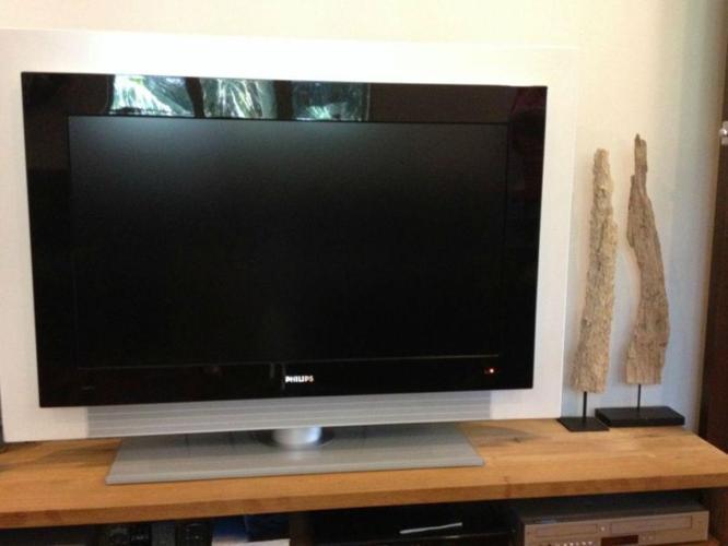 PHILIPS LCD TV 42 inch, TV bench, DVD player