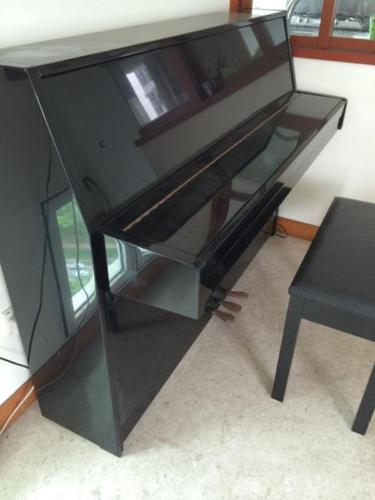 piano YAMAHA LU100 (excellent condition) for urgent