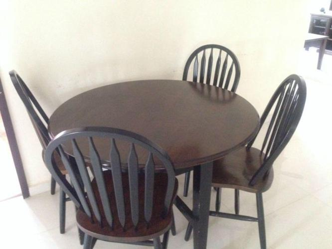 Picket And Rail Dining Table