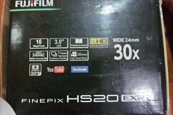 Pre-loved Fujifilm digital camera HS20 EXR