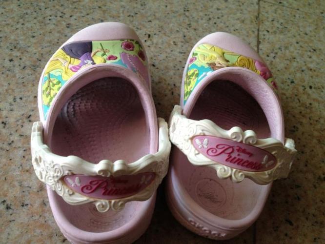 Preloved Disney Princess Crocs Size C8/9