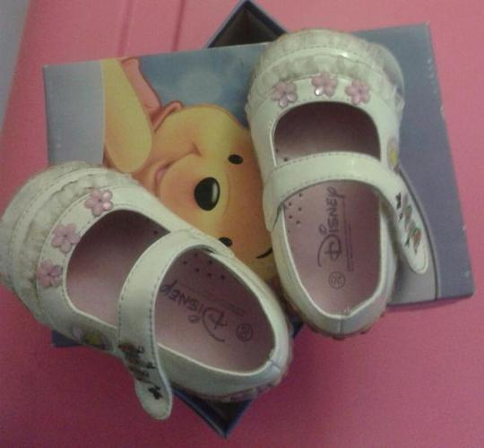 Preloved Winne the pooh girl shoes for sales!