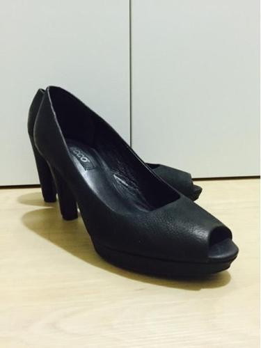 (Price lowered) Ecco heels with platform in front Size