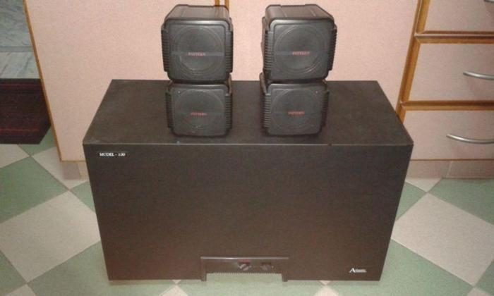 QUALITY AMPLIFIER SUBWOOFER WITH TWO CUBES SPEAKERS.
