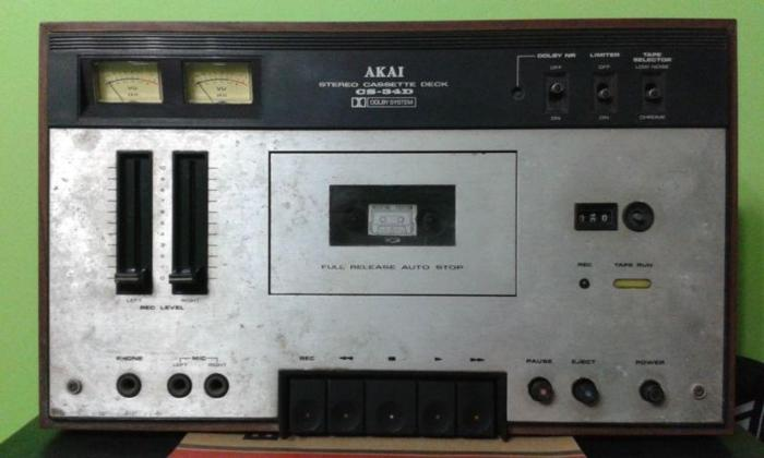 RARE SOLID STATE VINTAGE AKAI CASSETTE TAPE PLAYER MADE