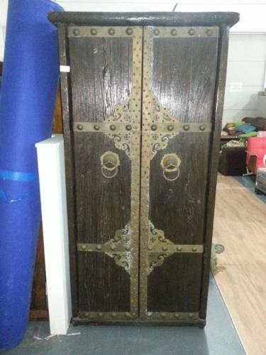 Retro Chinese Motif Solid Wood Cabinet