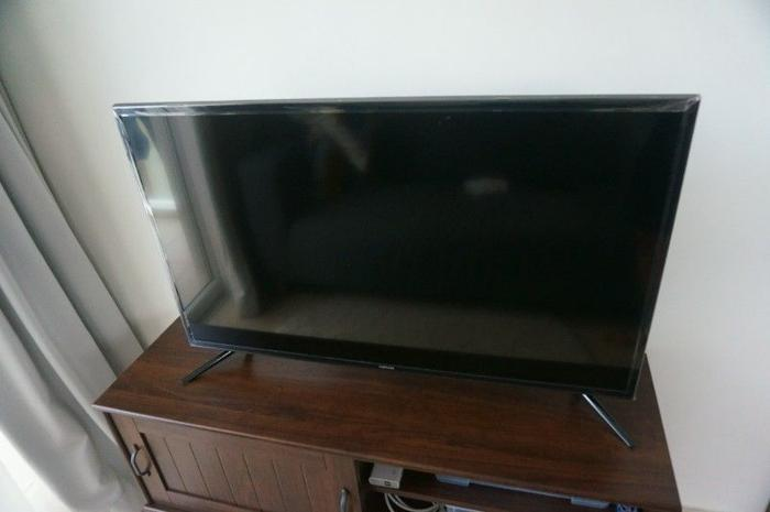 Samsung 40 inch. UHD 4k Flat Smart TV UA40JU6000K - Used for only 5
