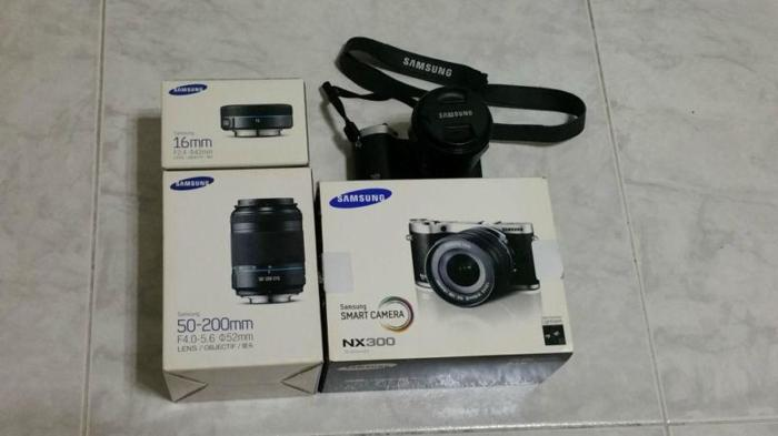 Samsung NX300 with 3 lens 18-50mm / 50-200mm / 16mm