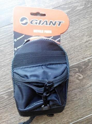 selling brand new GIANT rear saddle bag