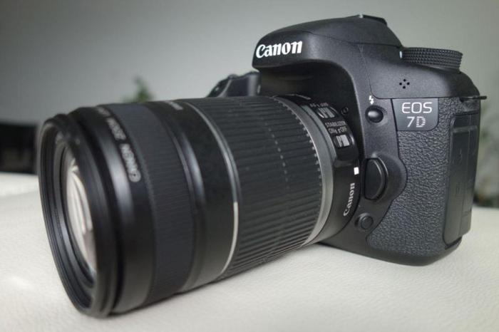 Selling Canon EOS 7D, lens optional