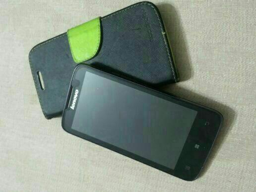 selling lenovo A820 wit charge+case