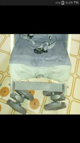 Selling my preloved maclaren stroller
