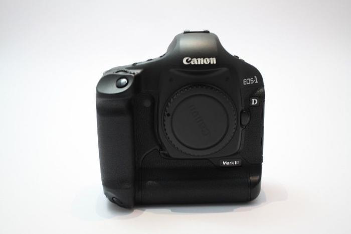 [SOLD] Excellent Condition Canon 1D MK3 DSLR
