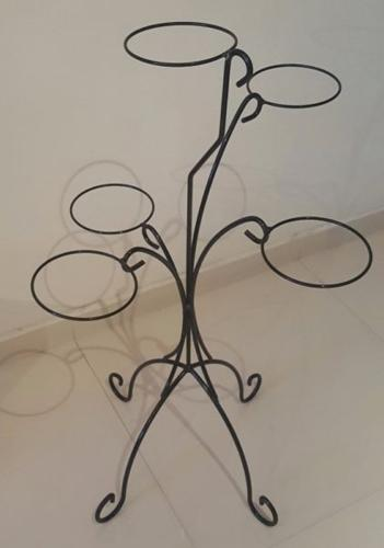 [SOLD] Flower/ Plant Pot Stand for 5 Pots