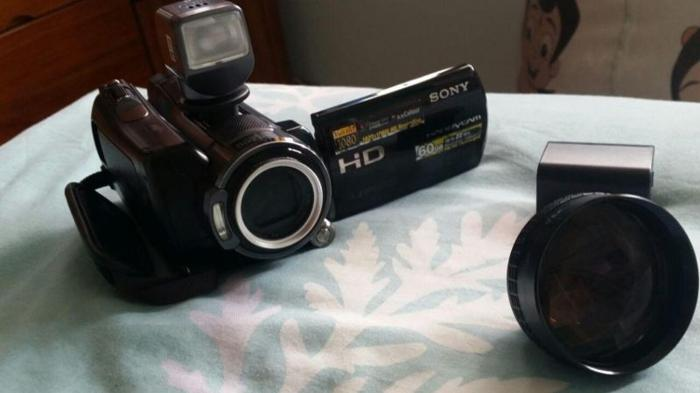 Sony Handy Cam HD with flash/Zoom lens extra battery