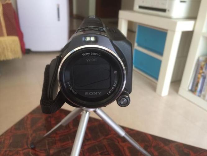 SONY PJ 820 64 GB Full HD Built In Projector Camcorder