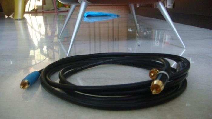 Sub Woofer Interconnect Cables 1 RCA to 2 RCA