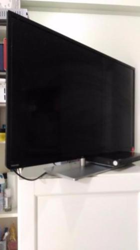 TOSHIBA LED TV 39