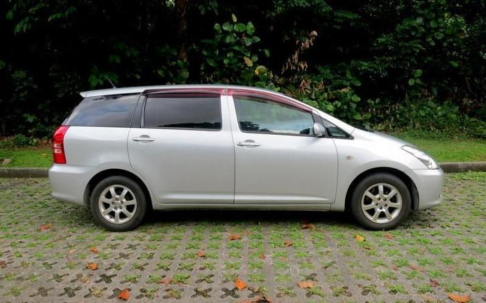Toyota Wish 7 Seater MPV Car Rental For Sale In Bukit Batok Crescent