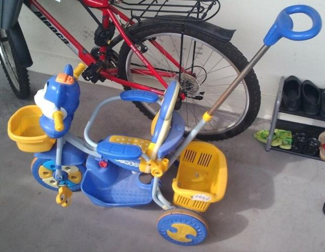 Tri-cycle with push rod.
