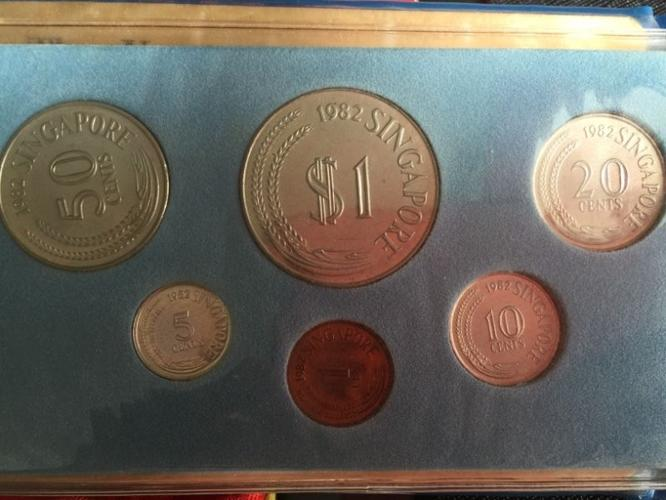 Uncirculated coin set *THE YEAR OF THE DOG