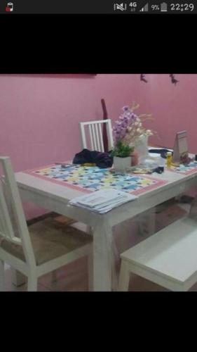 Used 1 year old coffee table and dining table for sale