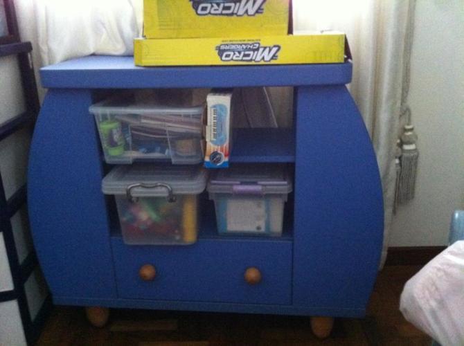 Used kid's toy shelf n rocking chair