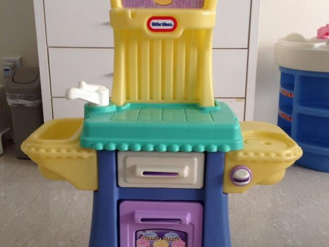 Used LITTLE TIKES Baking role play set