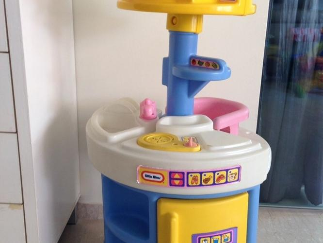 Used LITTLE TIKES Kitchen Role Play Set $50
