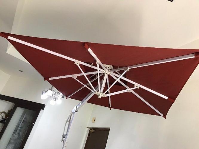 Used Refurbished 2x2m Side Post Outdoor Patio Umbrella
