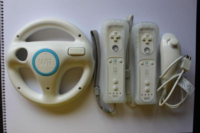 USED STILL IN GOOD CONDITION NINTENDO WII, 2