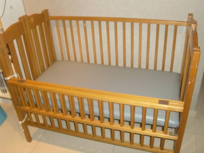 USED sturdy wooden baby-cot *cash & carry*